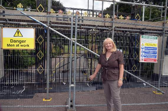 Work starts on restoring Priory Park gates in Southend